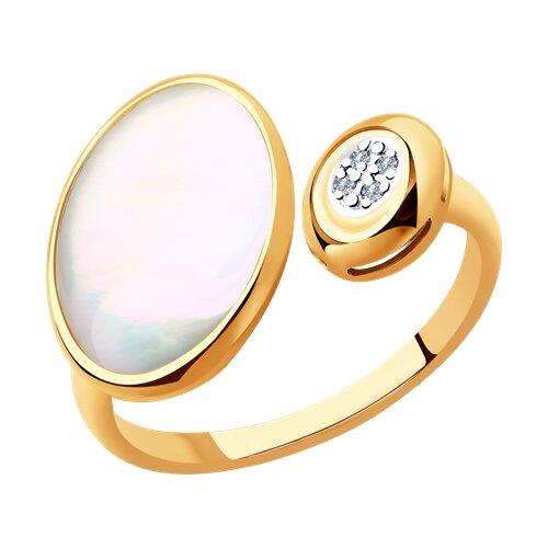 Кольцо из золота с бриллиантами и дуплетом из натурального кварца и перламутра 1011886-5 SOKOLOV фото
