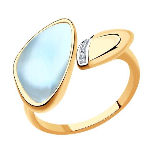 Кольцо из золота с бриллиантами и дуплетом из топаза и перламутра