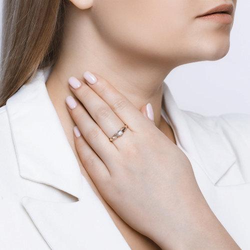 Кольцо из комбинированного золота с алмазной гранью с бриллиантом (1011578) - фото №3