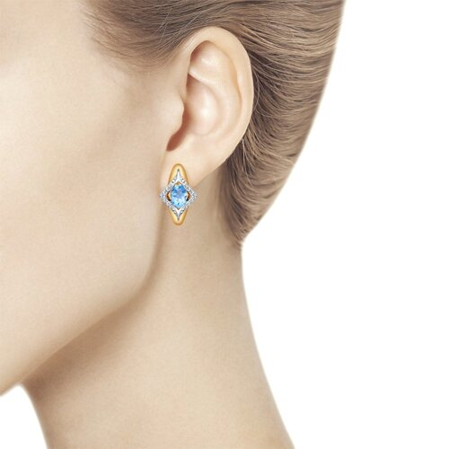 Серьги из комбинированного золота с голубыми топазами и фианитами