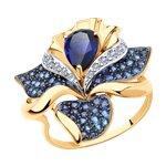 Кольцо из золота с синим корундом (синт.) и бесцветными, голубыми и синими фианитами
