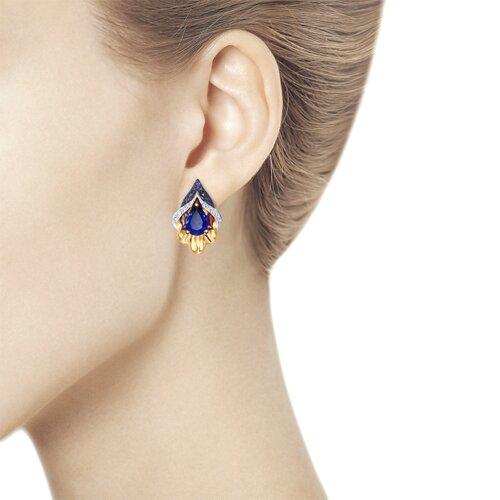 Серьги из золота с синими корундами (синт.) и бесцветными и синими фианитами (725101) - фото №3