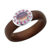 Кольцо из серебра с розовым агат (синт.), коричневыми керамическими вставками и красными корунд (синт.)