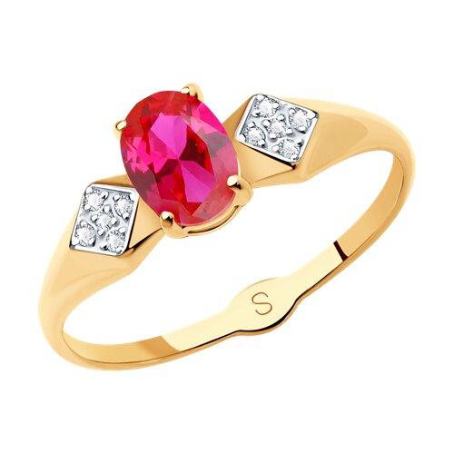 Кольцо из золота с красным корундом (синт.) и фианитами (715151) - фото