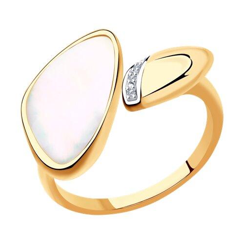 Кольцо из золота с бриллиантами и дуплетом из натурального кварца и перламутра