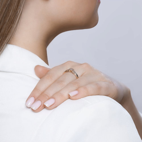 Кольцо из комбинированного золота с алмазной гранью с бриллиантом (1011578) - фото №4