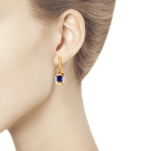 Серьги из золота с бриллиантами и синими корунд (синт.) (6022155) - фото №2