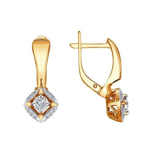 Фото - Золотые серьги, украшенные бриллиантами SOKOLOV золотые серьги украшенные бантиком с гранатом sokolov