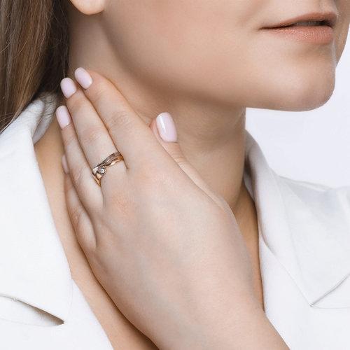 Кольцо из комбинированного золота с алмазной гранью с бриллиантом 1011557 SOKOLOV фото 3