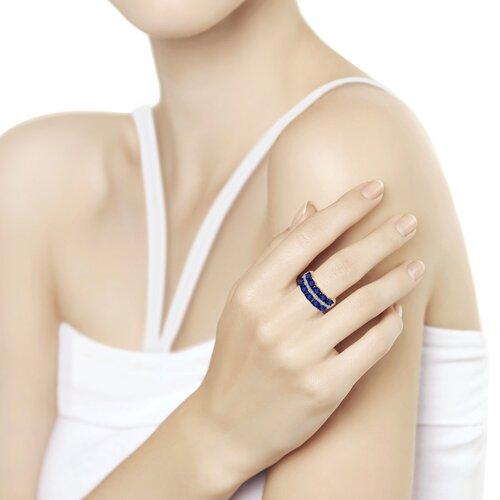 Кольцо из золота с бриллиантами и синими корундами (6012132) - фото №2